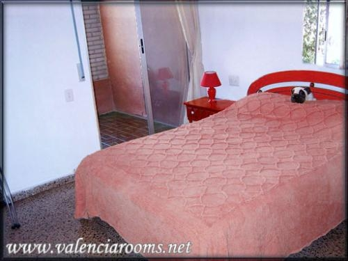 Valenciarooms.net - cheap tourist rooms for july - september 2011 only from 17.50e