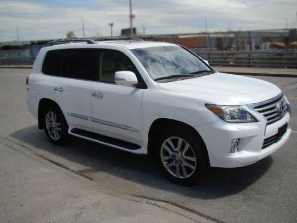 2013 lexus lx 570 ( gcc specs ) look like new